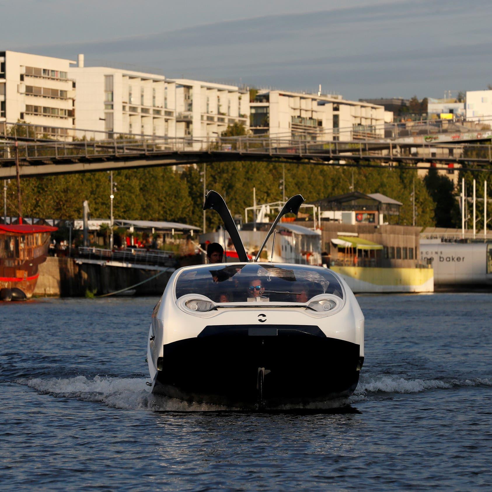 باريس.. مركبات فضاء في نهر السين!