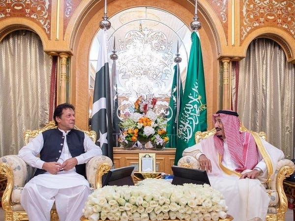 الملك سلمان يبحث مع عمران خان مستجدات الأوضاع الإقليمية
