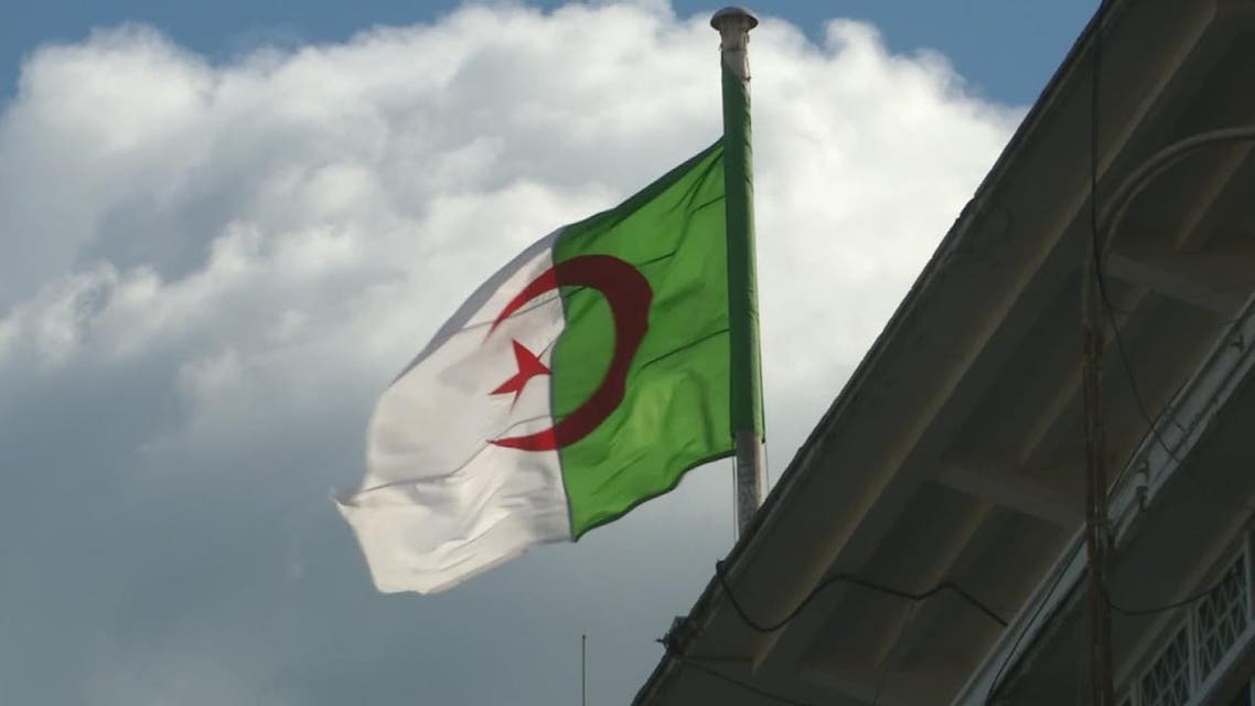 THUMBNAIL_ الحراك الشعبي في الجزائر متهم بالتسبب بإغلاق آلاف المحال التجارية