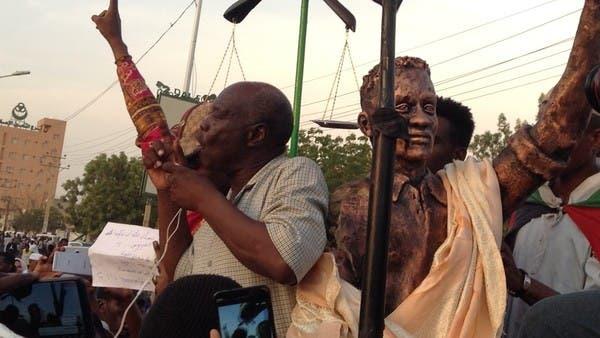 تمثال يثير ضجة في السودان.. ووزيرة الشباب تبكي
