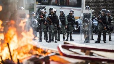 """هونغ كونغ.. تفريق مسيرة غاضبة دفاعا عن """"جدران لينون"""""""