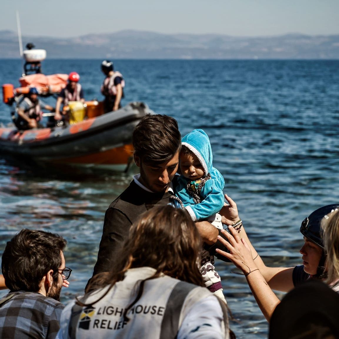 التايمز: تدفق مهاجرين جدد من تركيا يضغط على جزر اليونان