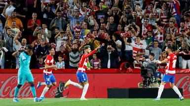 غرناطة يصعق برشلونة بثنائية مفاجئة ويتصدر بفارق الأهداف