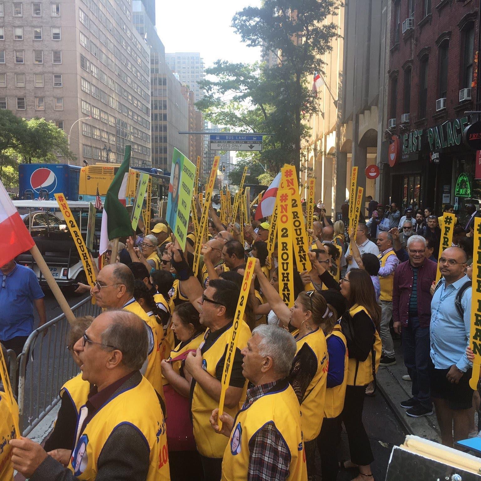 نيويورك.. إيرانيون يتظاهرون ضد روحاني وظريف