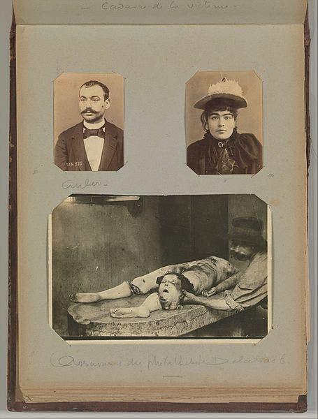 صورة تعود لمطلع القرن العشرين وتجسد تصوير ألفونس ببرتيون لإحدى ساحات الجريمة