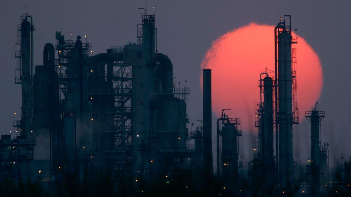 oil refinery in US (AP)