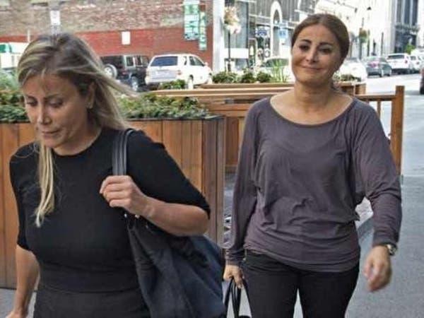 امرأتان أحرجتا الأسد في كندا.. واحدة معه وأخرى عليه!
