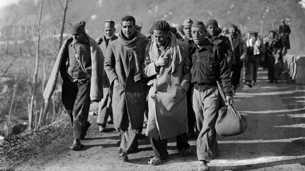 صورة للاجئين إسبان اثناء مغادرتهم لوطنهم