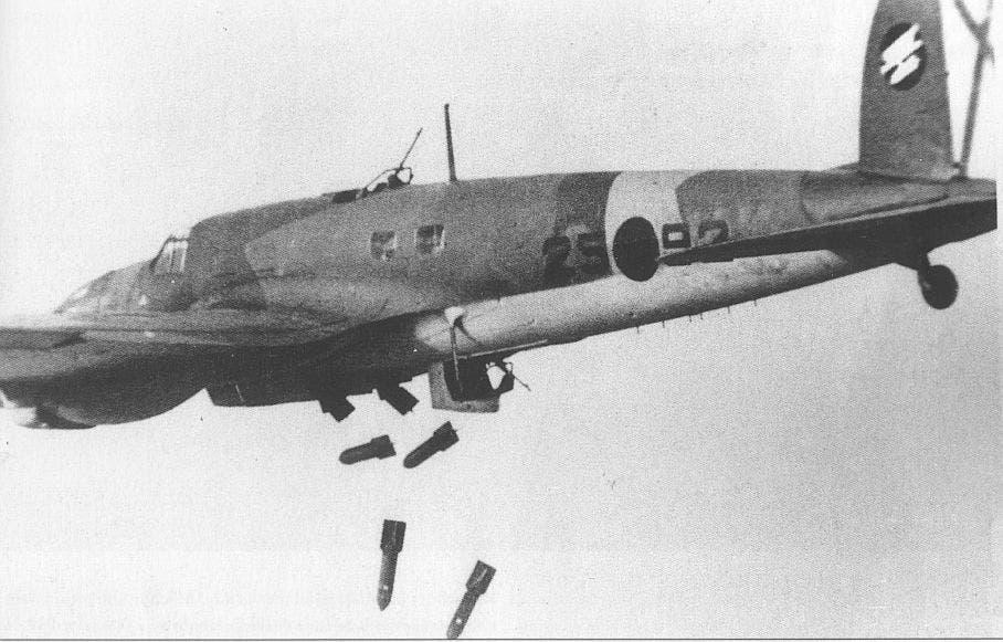 صورة لطائرة ألمانية أثناء قصفها لإحدى المدن الإسبانية