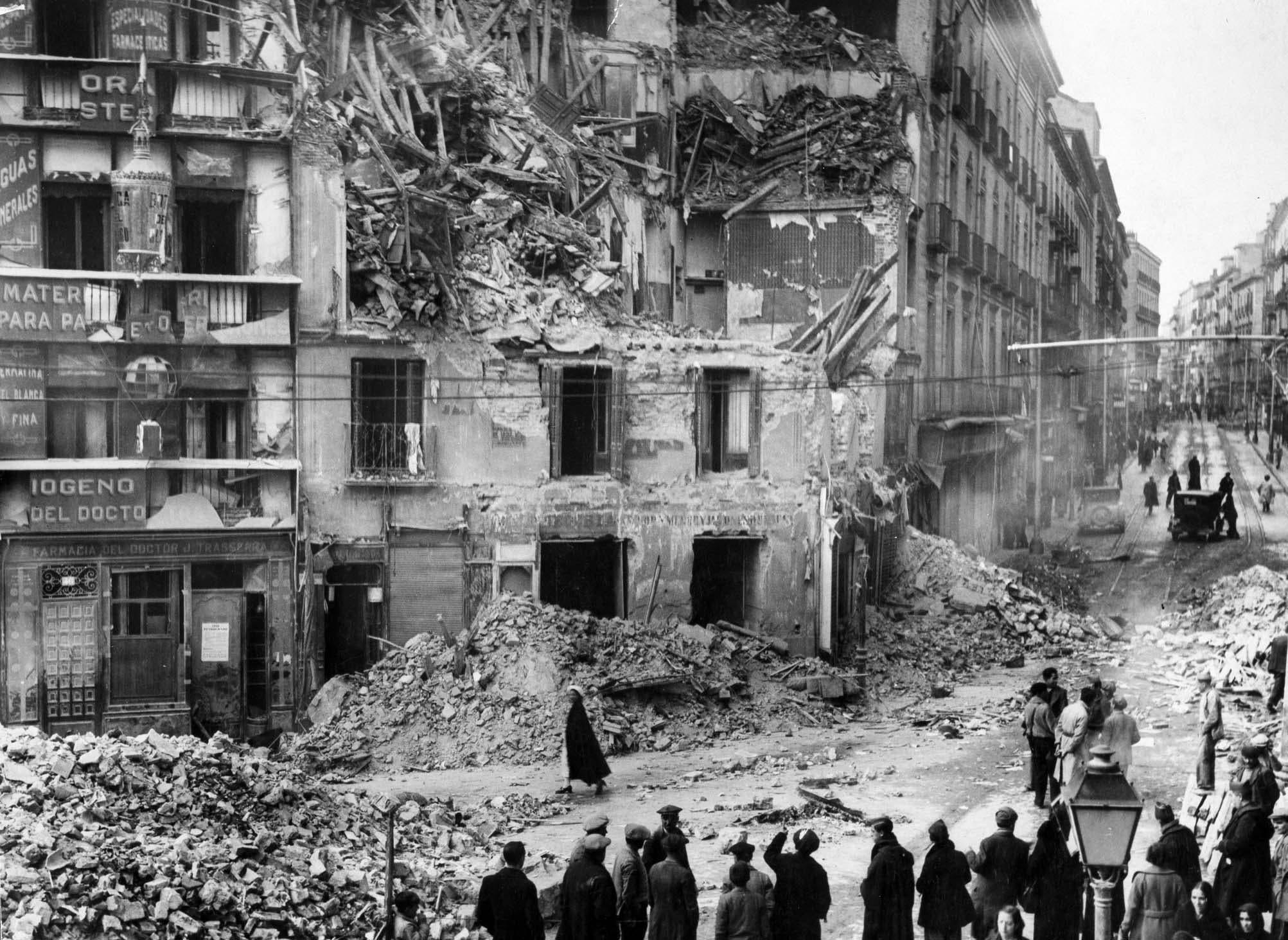 جانب من الخراب الذي خلفه القصف على المدن