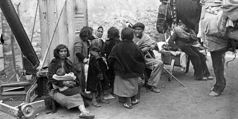 صورة لعدد من النازحين الإسبان عقب بلوغهم للأراضي الفرنسية