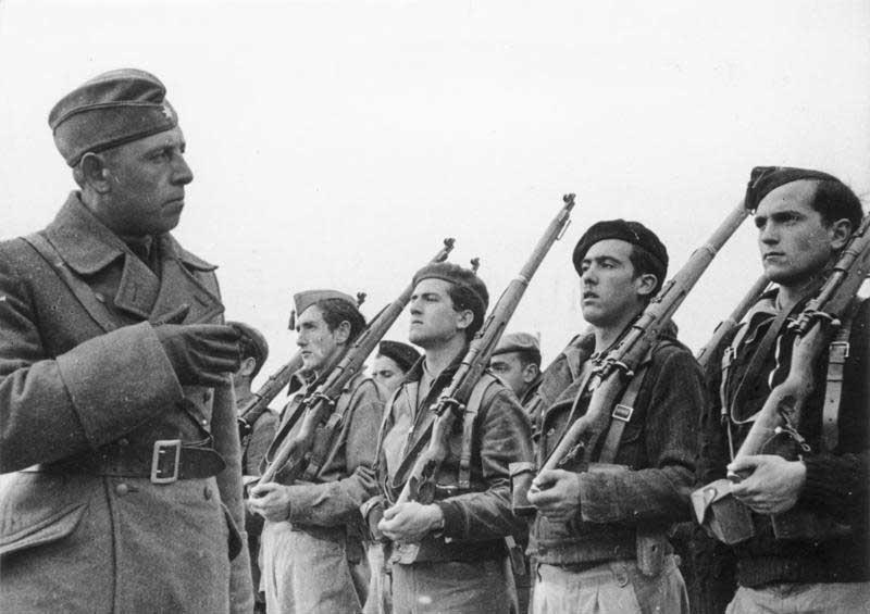 صورة لعدد من المقاتلين القوميين خلال الحرب الأهلية الإسبانية
