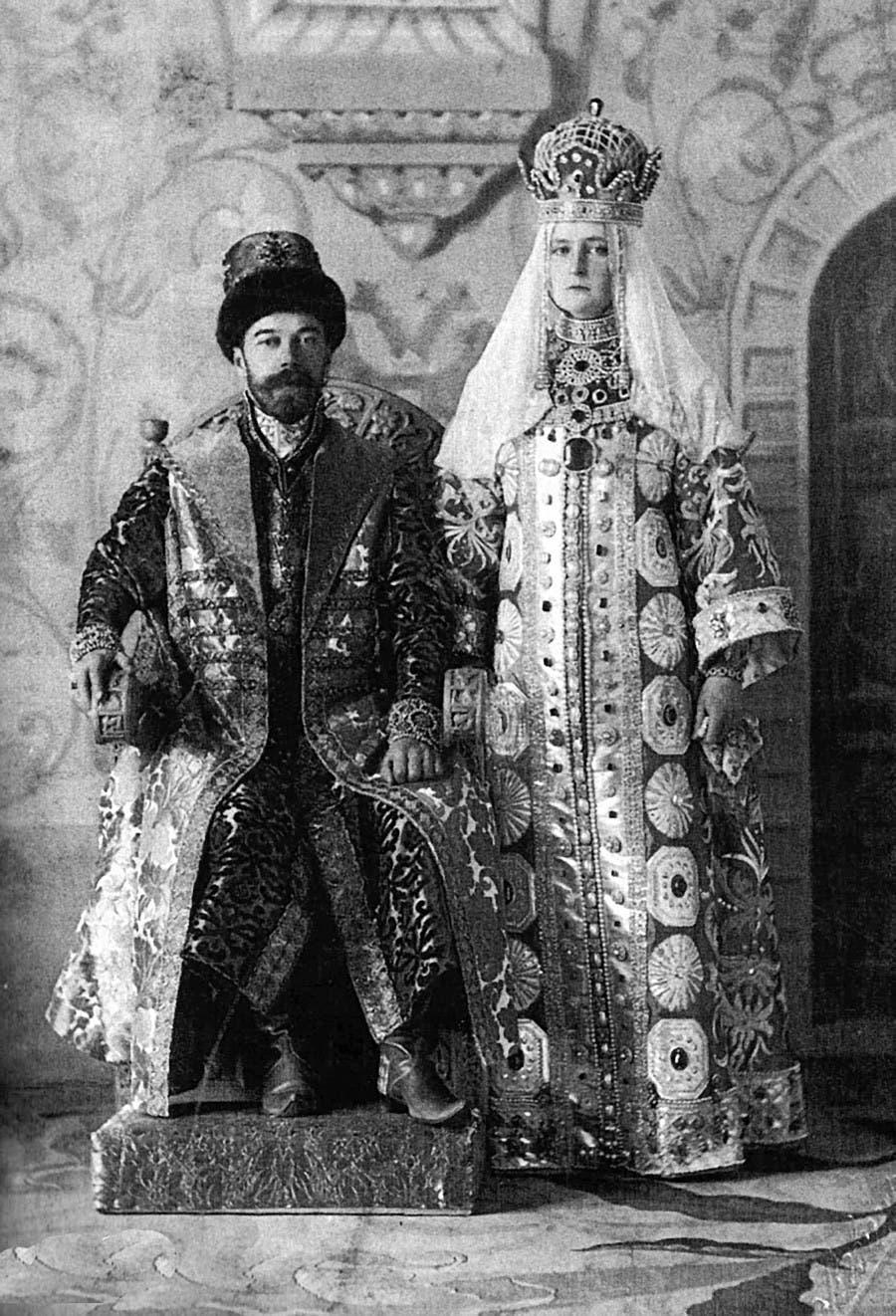 القيصر نيقولا الثاني وزوجته ألكسندرا