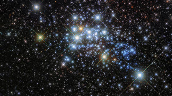"""اكتشاف """"نظام نادر"""".. عنقود مجرّات بعمر الكون!"""