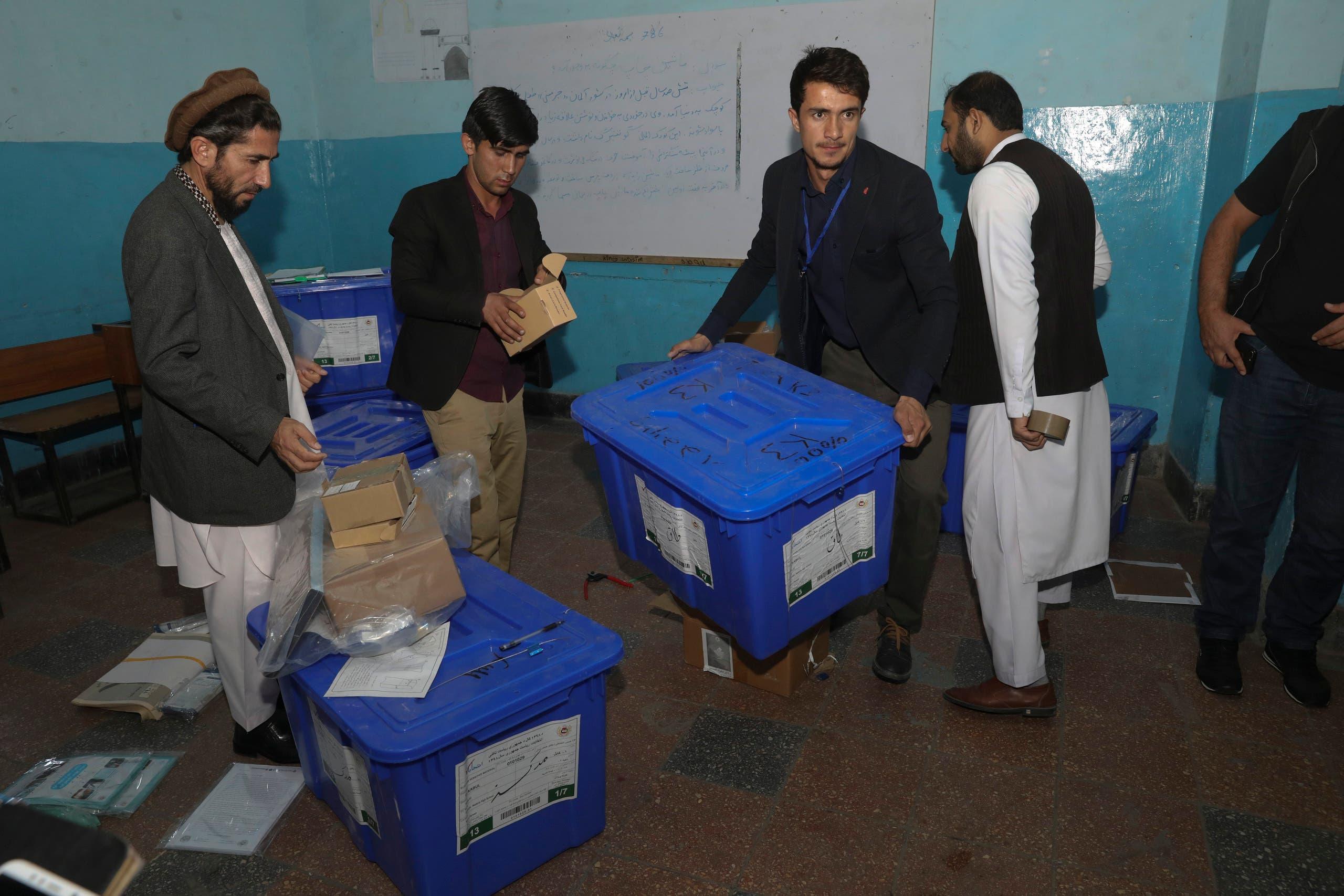 من أحد مراكز الاقتراع في كابول
