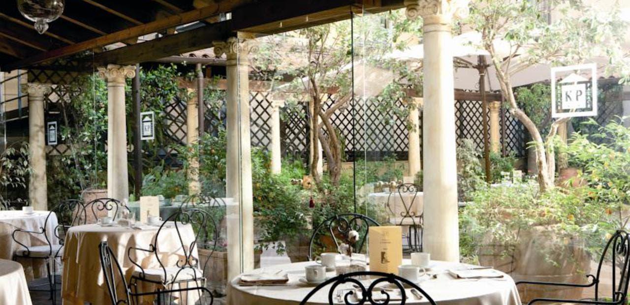 """مطعم """"كاتان بالاس هوتيل"""" في كتانيا"""