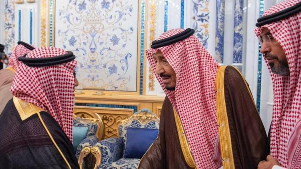 Saudi King, Crown Prince host family of Abdulaziz al-Faghm. (SPA)