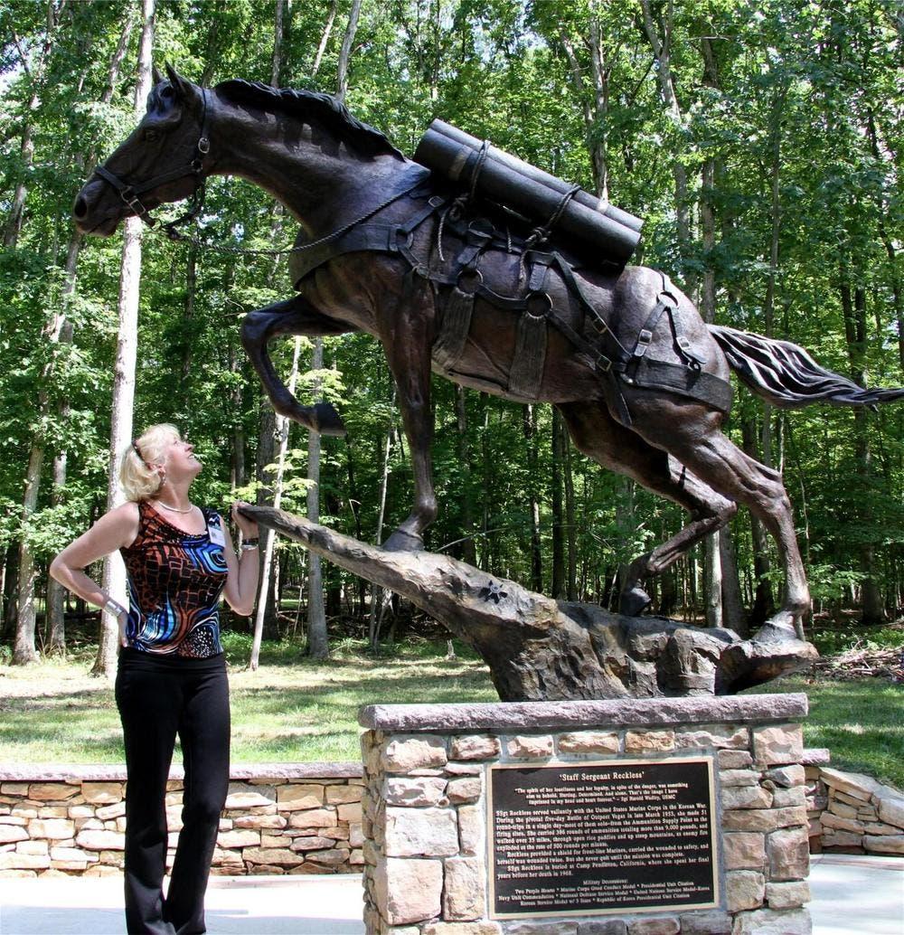 نصب تذكاري لأنثى الحصان ريكلس