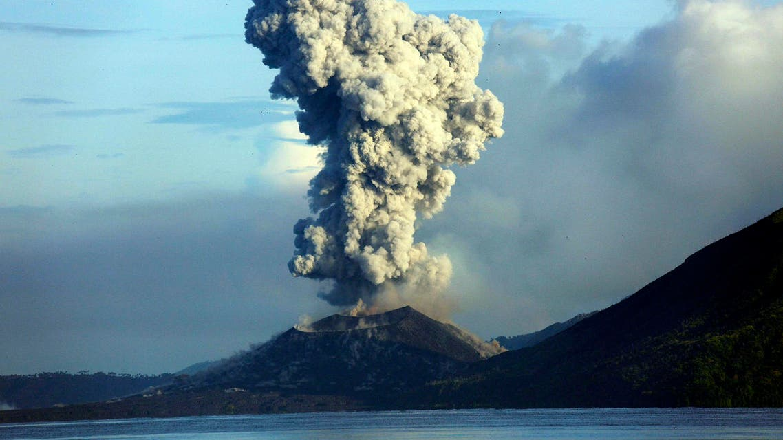 Smoke and ash fills the air as Mount Tavurvur erupts in Rabaul in eastern Papua New Guinea on August 30, 2014. (AFP)