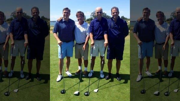 الكشف عن صورة لبايدن ونجله يلعبان الجولف مع مسؤول أوكراني
