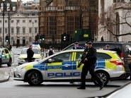 لندن.. اعتقال رجل صب على نفسه مادة سائلة قرب البرلمان