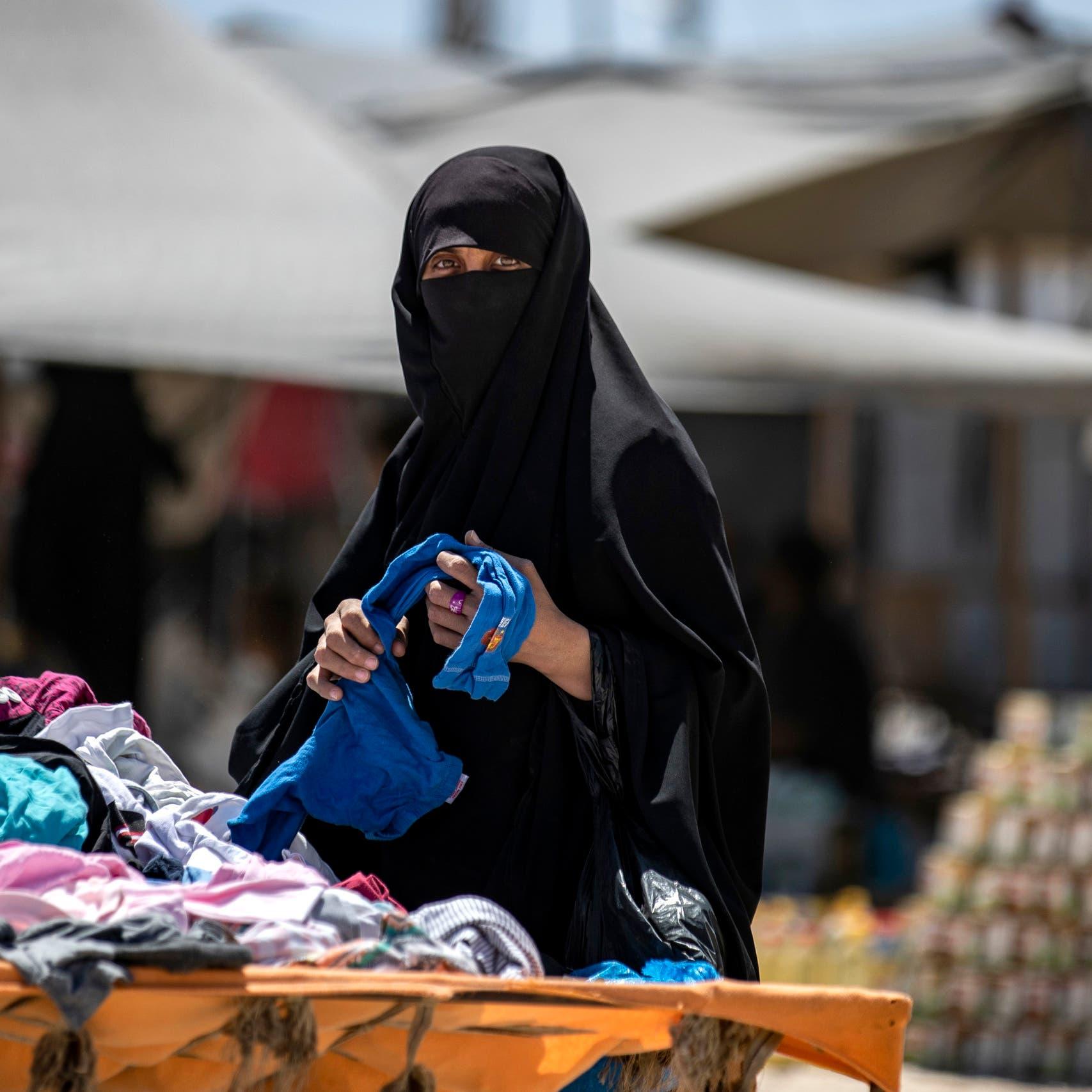 مخيم الهول يغلي.. داعشيات يضرمن النار وطريق الهروب موصد