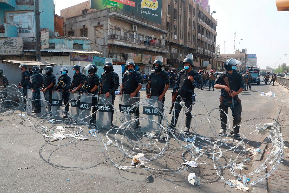 Iraqi security forces close streets to prevent anti-government protesters from reaching Tahrir Square in central Baghdad, Iraq, Wednesday, Oct. 2, 2019. (AP)