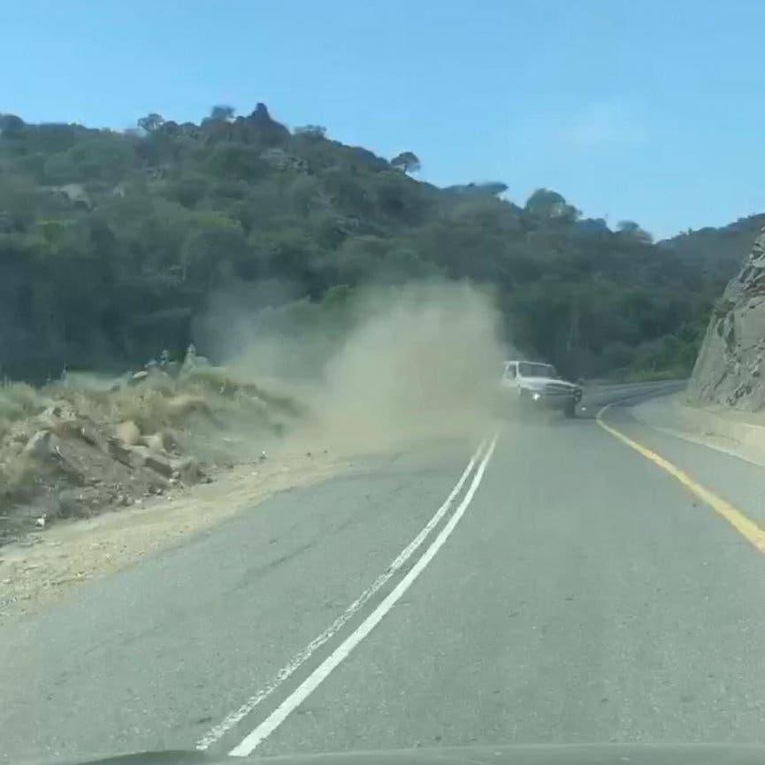 شاهد.. حادث تصادم عنيف والمرور يضبط السائقين