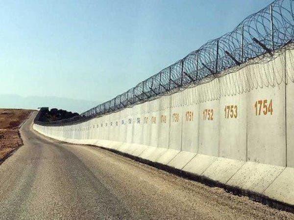 تركيا تعزز حدودها مع سوريا بكتل أسمنتية وأسلاك شائكة