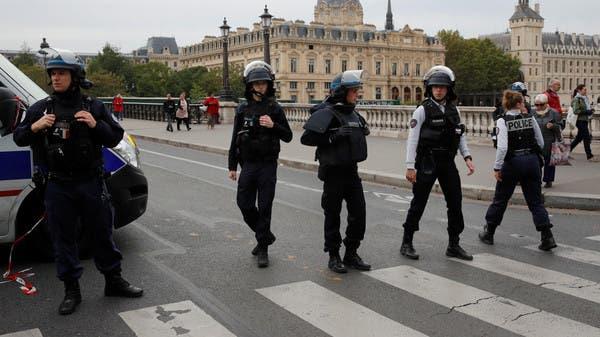 حادث طعن في باريس.. والشرطة تقتل المنفذ