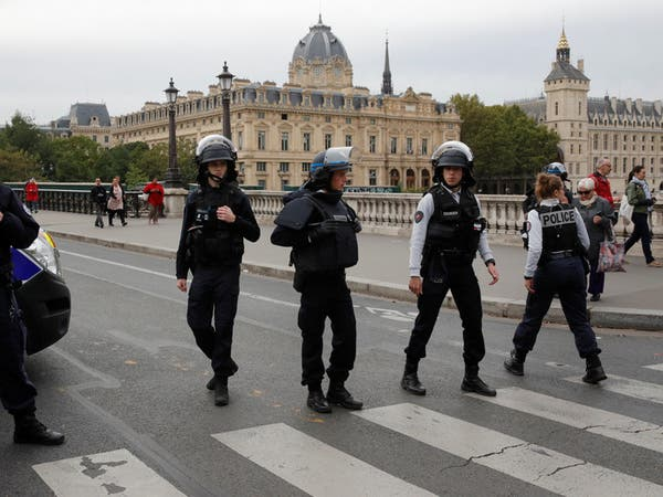 """هجوم باريس.. مقتل 4 شرطيين والمنفذ """"موظف استخبارات"""""""