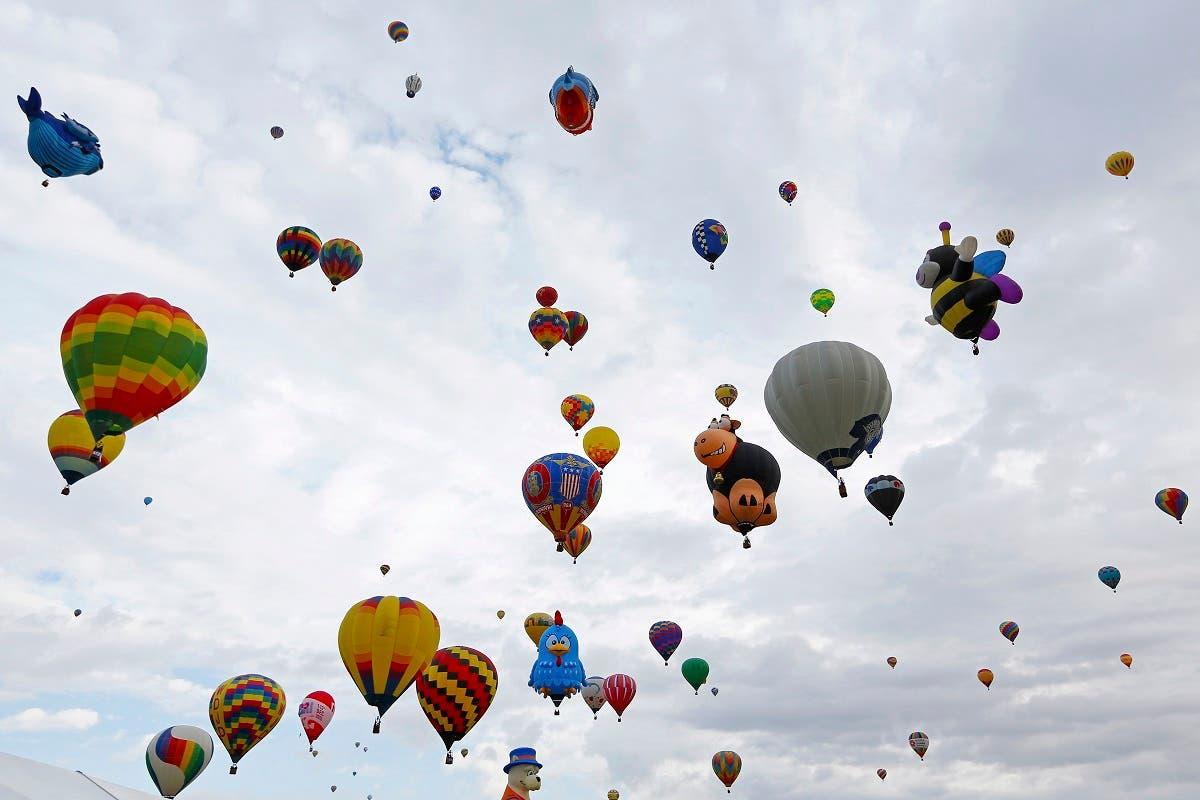 Hot air balloons fly during the 44th Albuquerque International Balloon Fiesta in Albuquerque, New Mexico. (File photo: AP