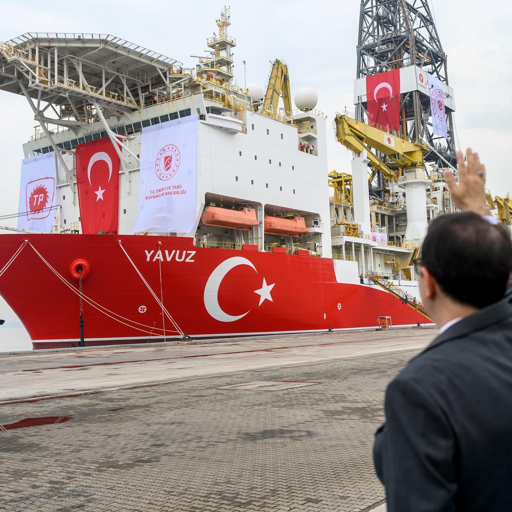 3 طائرات وسفينة.. تركيا تواصل ضخ السلاح إلى ليبيا