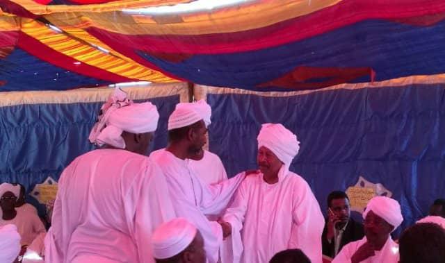 رئيس الوزراء السوداني عبد الع حمدوك معزياً أسرة قصي (الجمعة في الخرطوم)