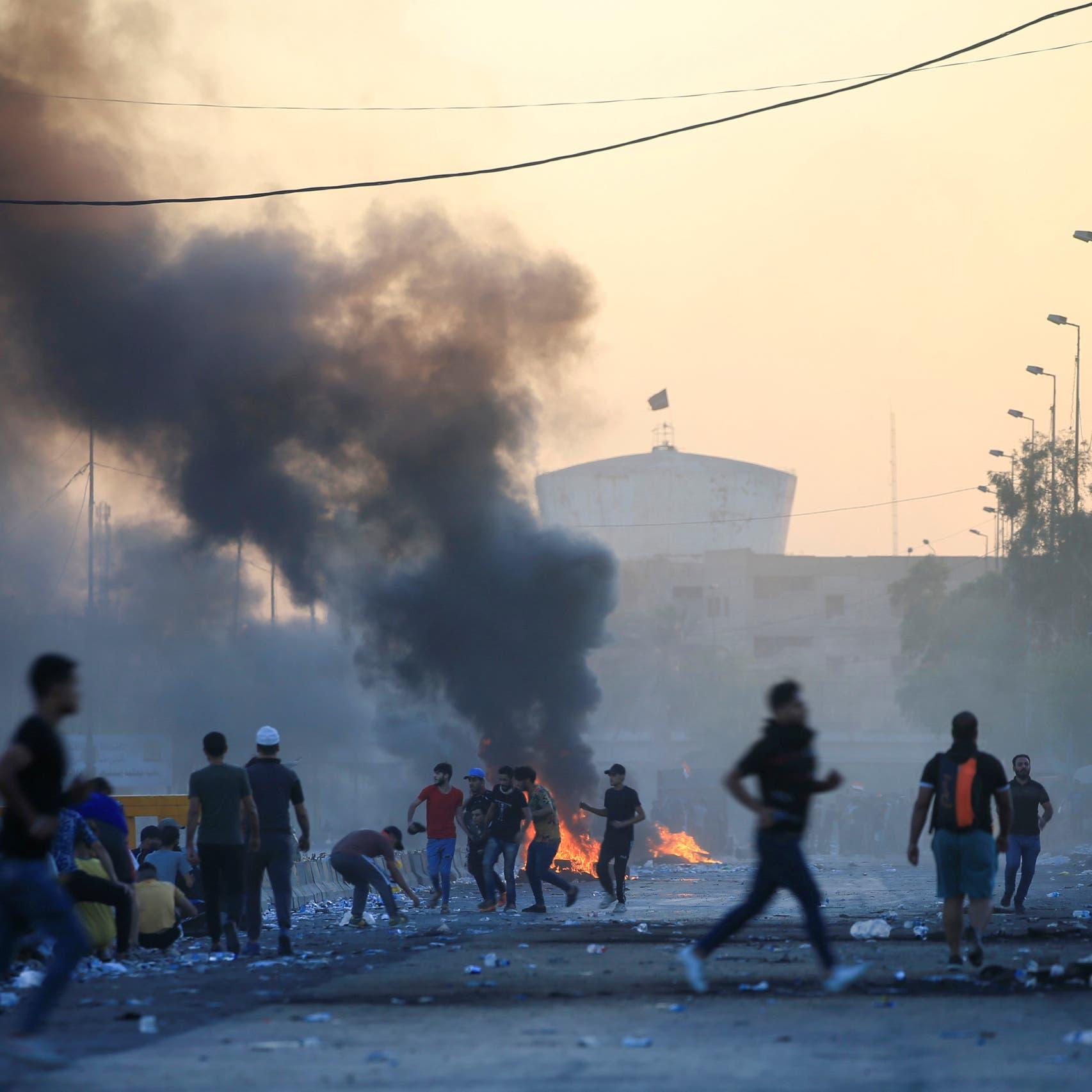 العراق.. الغضب يحرق مقرات الأحزاب وصور خامنئي بالناصرية