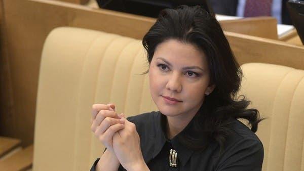 """استجواب نائبة روسية بمطار أميركي.. وعرض """"للقاء غير رسمي"""""""