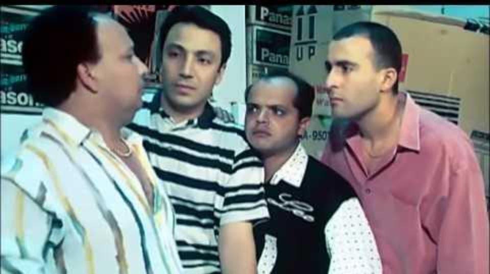 من فيلم صعيدي في الجامعة الأميركية (أحمد السقا ومحمد هنيدي وطارق لطفي)