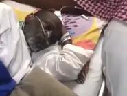 سعوديون يكرمون معلمهم السابق المصاب بالسرطان