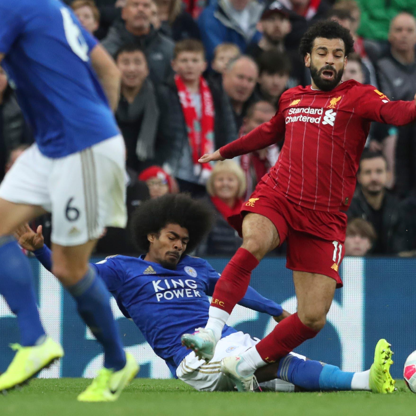 جمهور ليفربول يهاجم لاعباً شاباً بعد غياب صلاح عن القمة