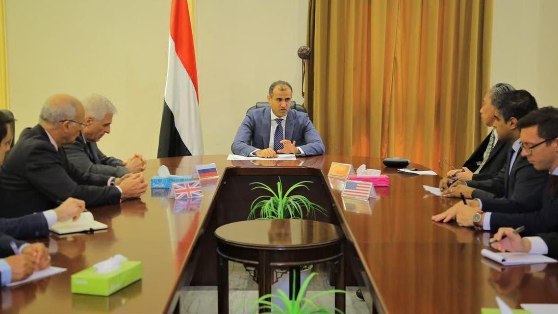 وزير الخارجية اليمني اثناء لقاء سفراء الدول الخمس دائمة العضوية في مجلس الأمن