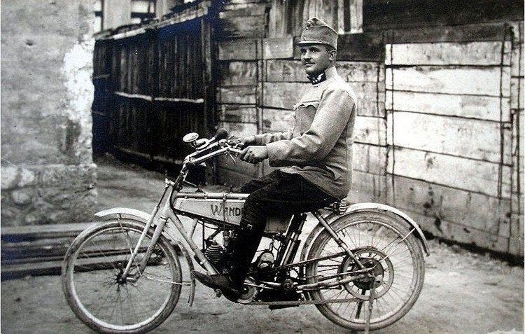 صورة لليوبولد لوجكا سائق سيارة ولي عهد النمسا
