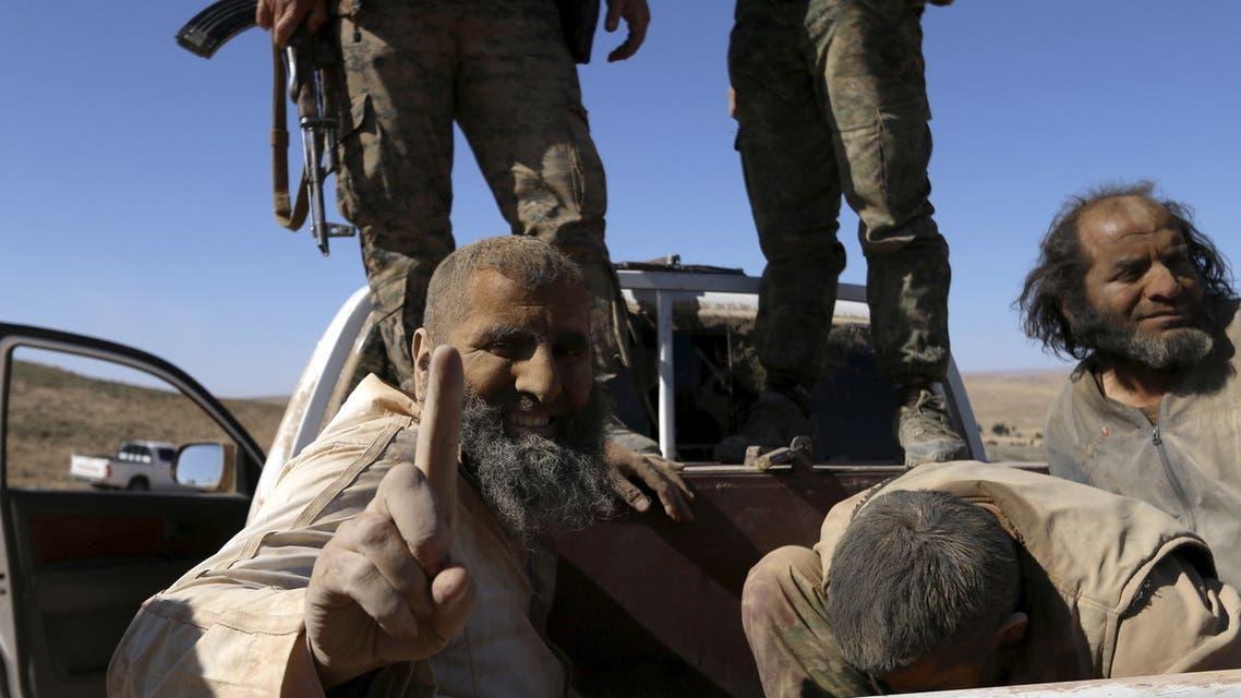 عناصر من داعش اعتقلتهم قوات سوريا الديمقراطية قرب الشدادي