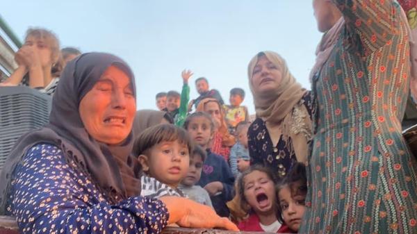 فيديو.. نزوح آلاف المدنيين بعد الهجوم التركي على سوريا