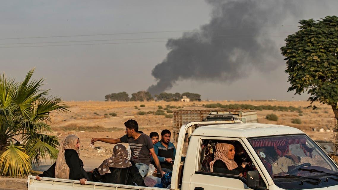 نزوح أهال من شمال شرق سوريا (فرانس برس)