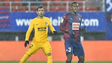 إيبار يمدد عقد لاعبه السنغالي ديوب