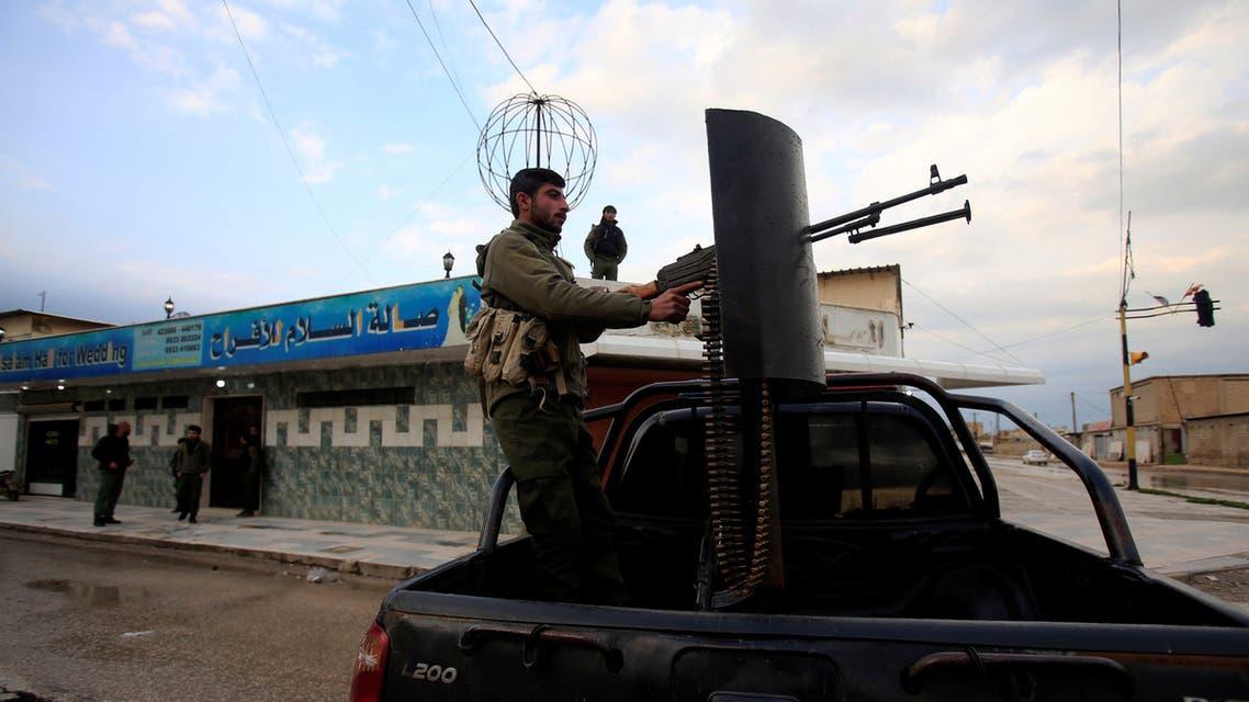 مقاتل من قوات سوريا الديمقراطية في القامشلي في صورة بتاريخ 30 مارس