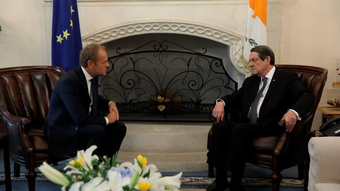 توسك مع الرئيس القبرصي