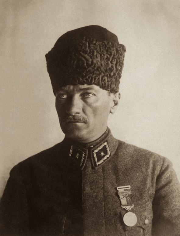 صورة للرئيس التركي مصطفى كمال أتاتورك