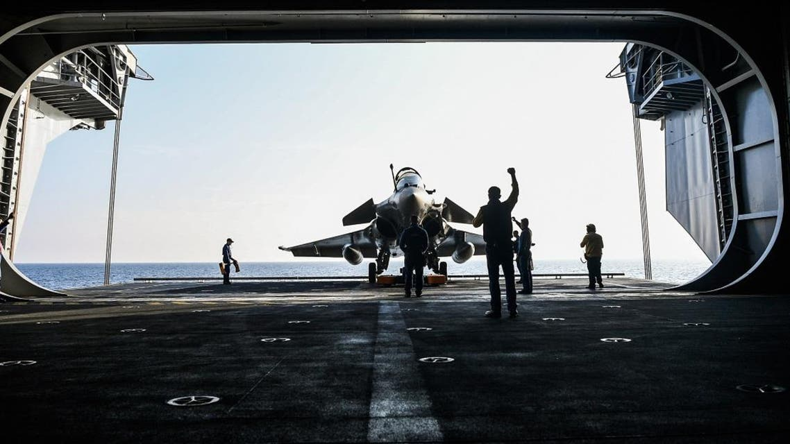 A French Navy Rafale fighter jet is seen aboard the upgraded Charles de Gaulle aircraft carrier off the coast of Toulon, southern France. (File photo: AFP)