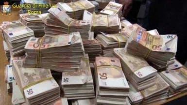بالفيديو.. ضبط 2.7 مليون يورو نقداً بحوزة 3 مسافرين صينيين في روما